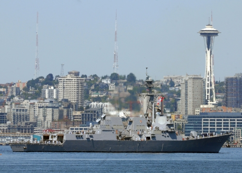SEATTLE (July 28, 2009) The Arleigh Burke-class destroyer USS Momsen (DDG 92) arrives in Seattle for the city's 60th Seafair celebration.