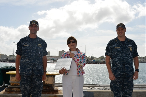 151109-N-EF781-035 PEARL HARBOR (NOV. 9, 2015) Bremerton, Wash., mayor, Patty Lent, presents a gift to Cmdr. Wes Bringham and Fire Control Technician Master Chief William Jacobson, the commanding officer and chief of the boat on the USS Bremerton (SSN 698). (U.S. Navy photo by Lt. Brett Zimmerman/Released)