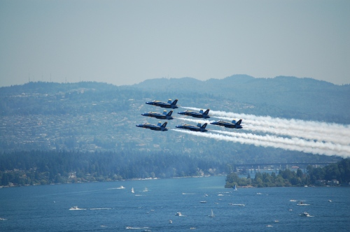 Blue_Angels_at_Seattle_Seafair_formation