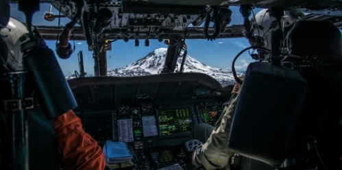 The crew flies toward Mt. Adams for the search and rescue. (photo cred: AWS1 Joshua Vest)